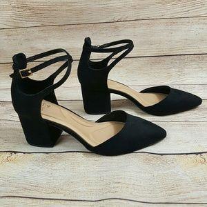 NWOB Apt. 9 Pointed Toe Ankle Strap Heels Black